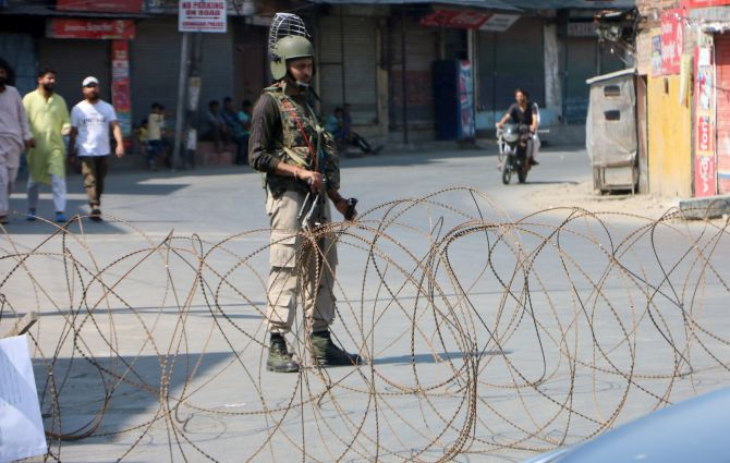 Terrorists kill trader, migrant labourer in Kashmir