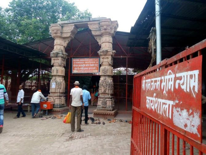 Ayodhya: Mahasabha seeks review of plot to Muslims