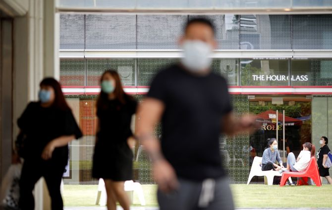 Singapore PM announces month-long lockdown