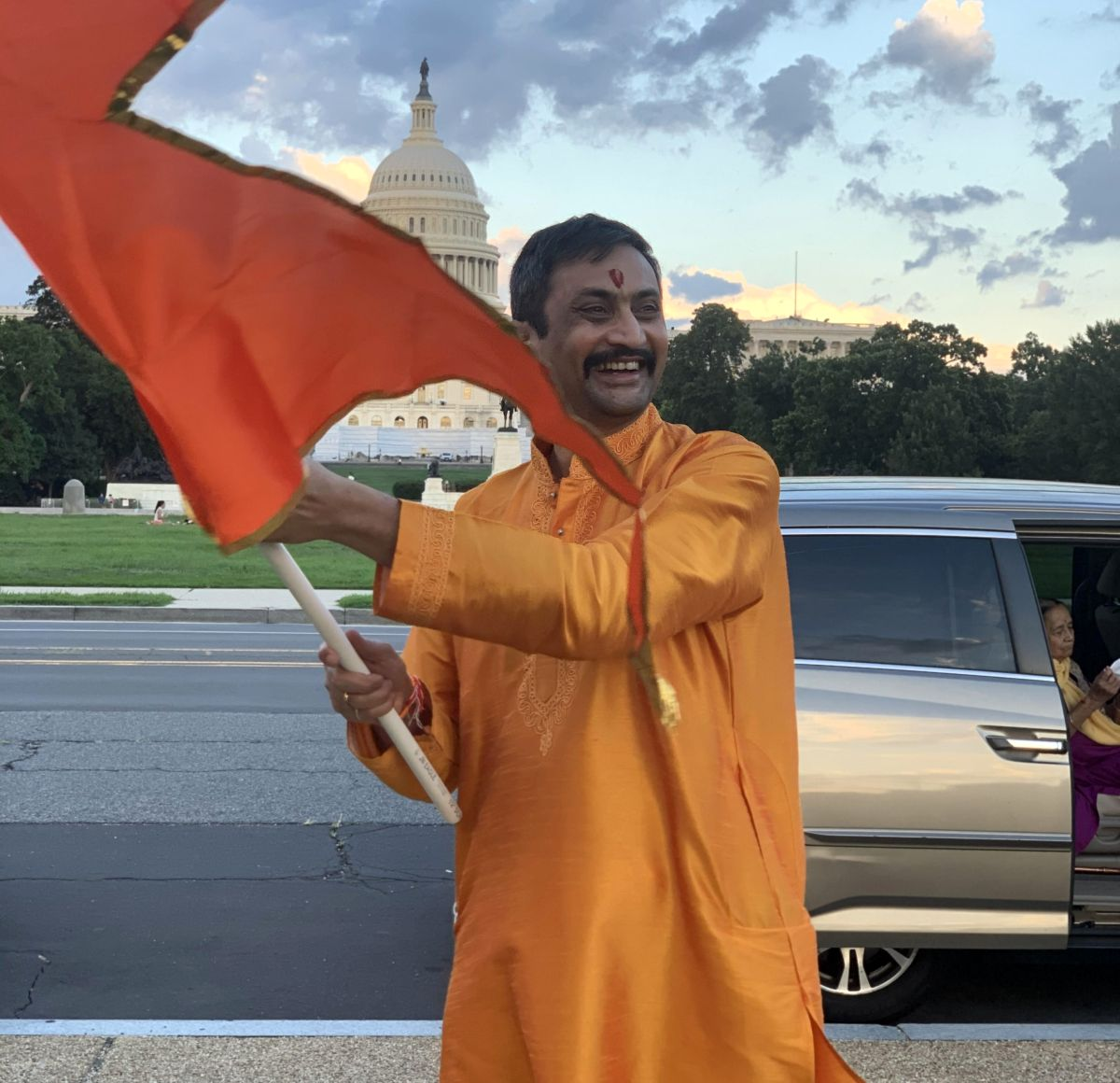 US poll: '2 mn Hindus key voting bloc in swing states'