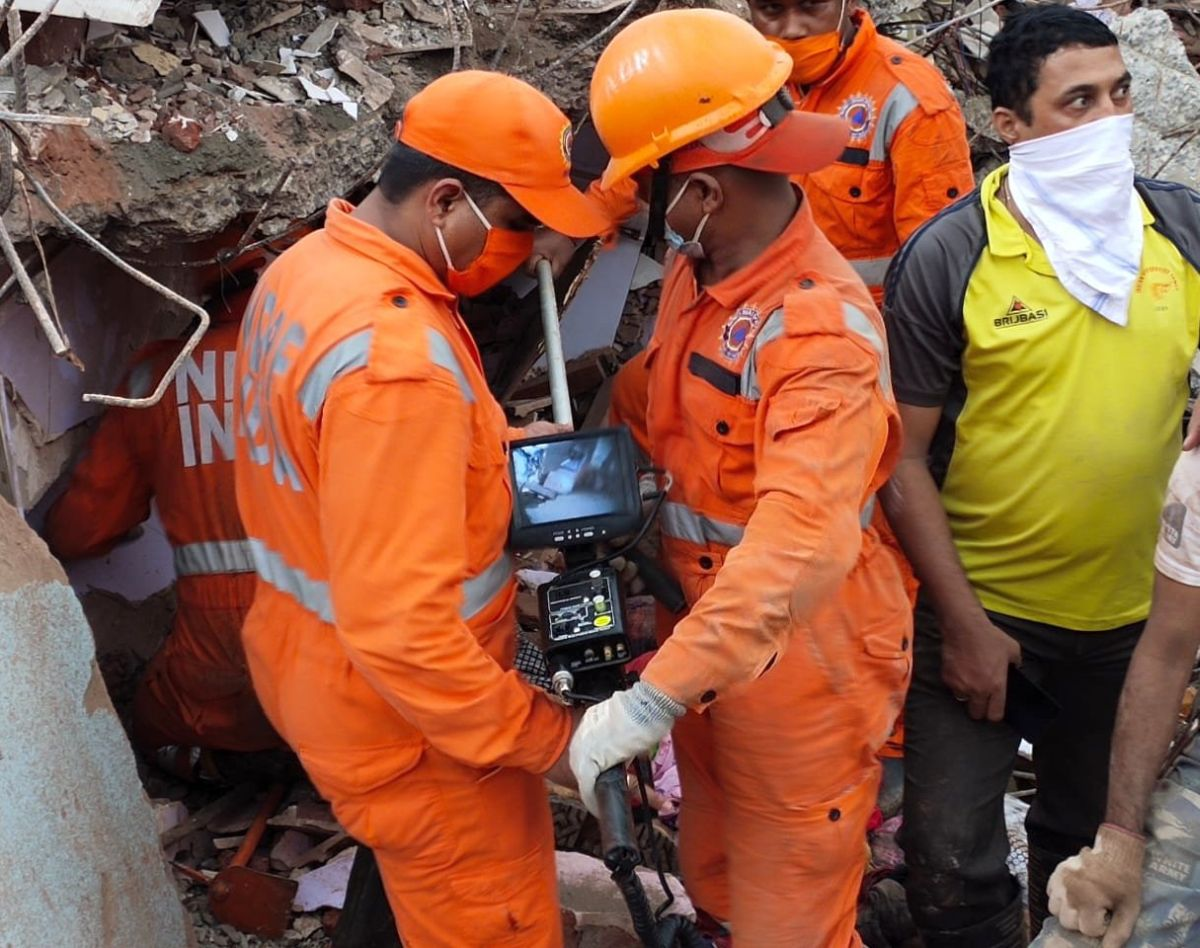 Bldg collapse: Man searches for daughter, 3 grandkids