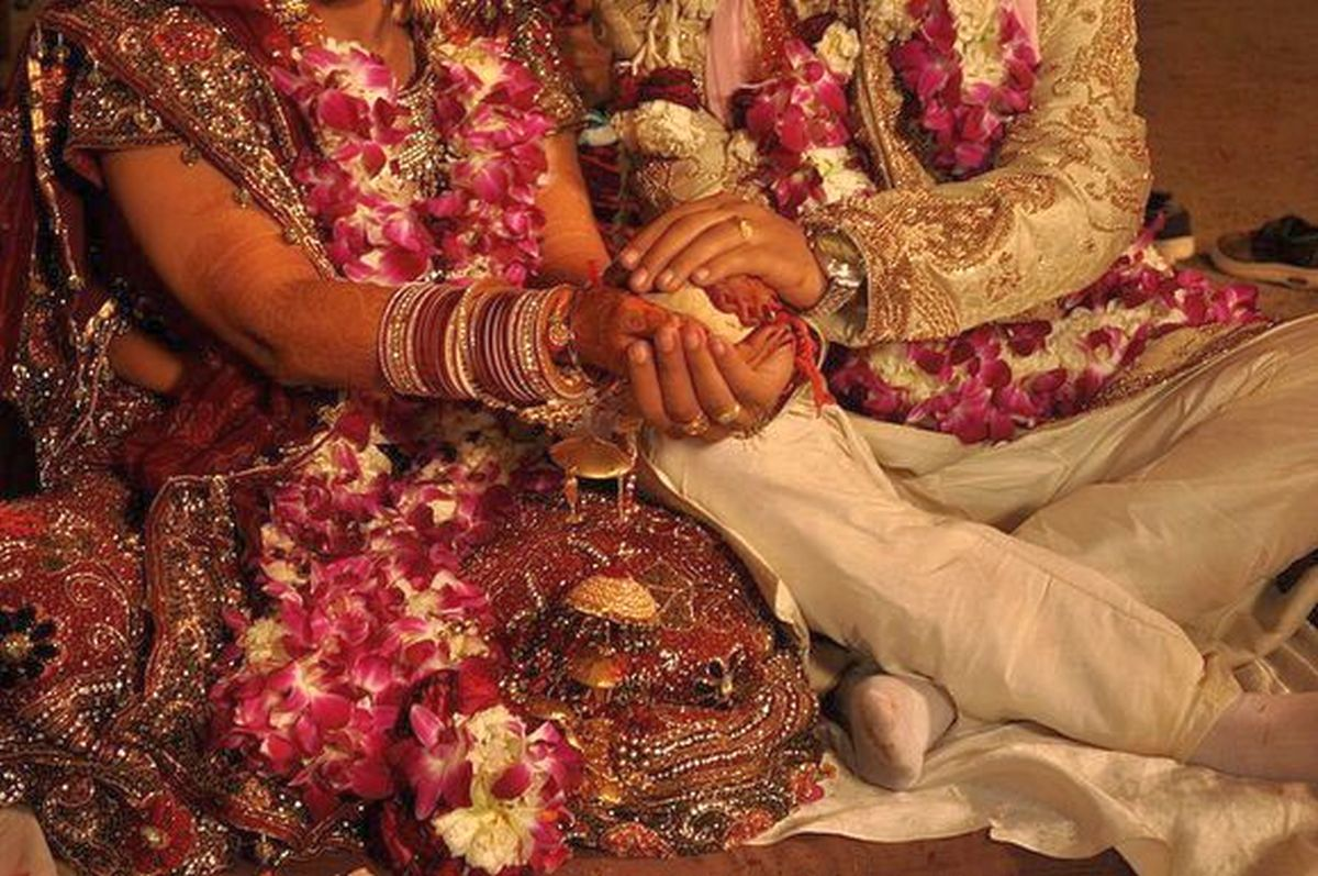 Notice to couple's family under SMA is contempt