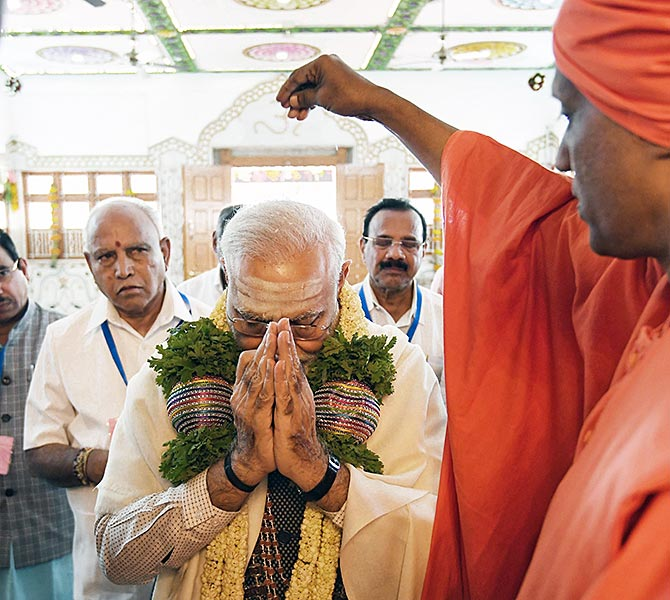 Prime Minister Narendra Damodardas Modi at the Siddhaganga Mutt, Tumkuru, Karnataka, January 2, 2020. Photograph: Press Information Bureau