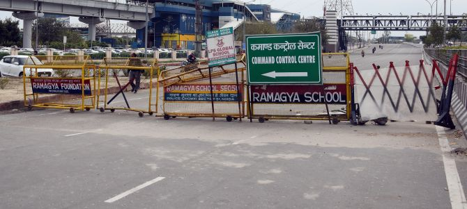 Road at Shaheen Bagh opened, blocked again