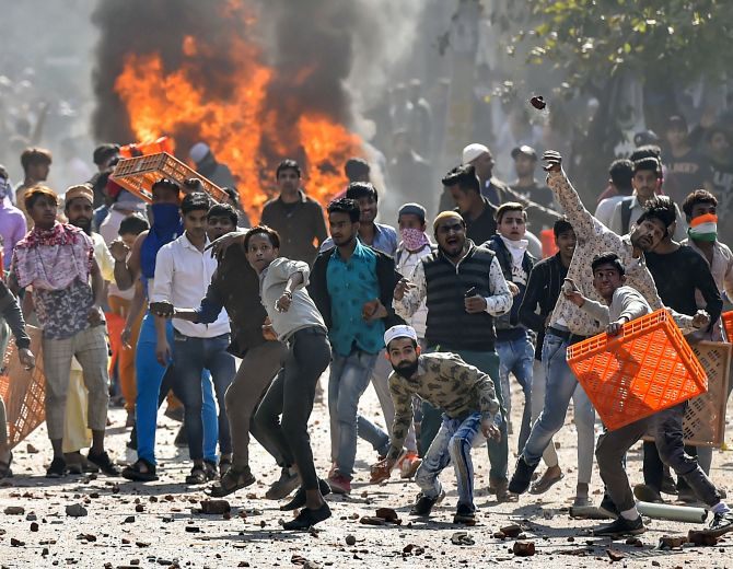 Delhi 'very tense', fresh stone pelting reported