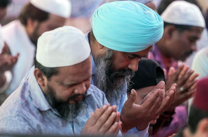 Delhi cops meet Muslim clergy, assure safety
