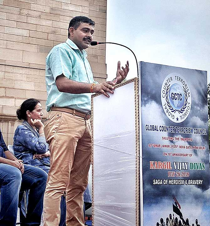Subedar Major Yogendra Singh Yadav, Param Vir Chakra, addresses a gathering at India Gate on Kargil Vijay Diwas, July 26, 2018. Photograph: Wikipedia Commons