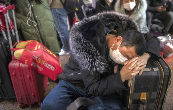 China shuts down 13 cities as coronavirus toll rises