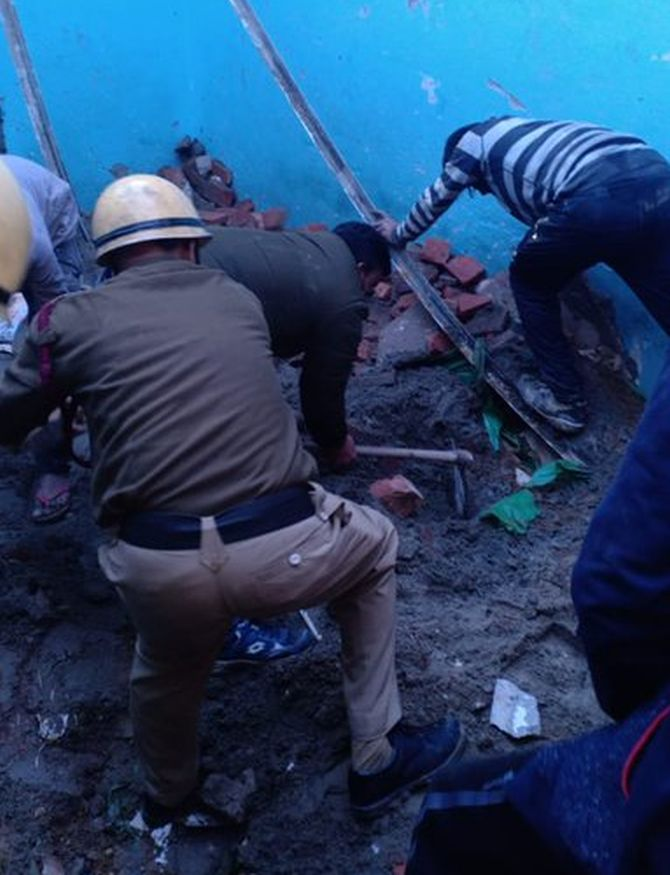 4 students among 5 killed in Delhi building collapse