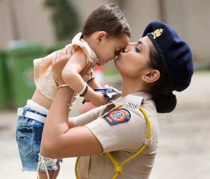 Rain or shine, Mumbai police is always there!