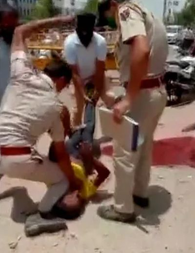 Jodhpur cop kneels on man to control him