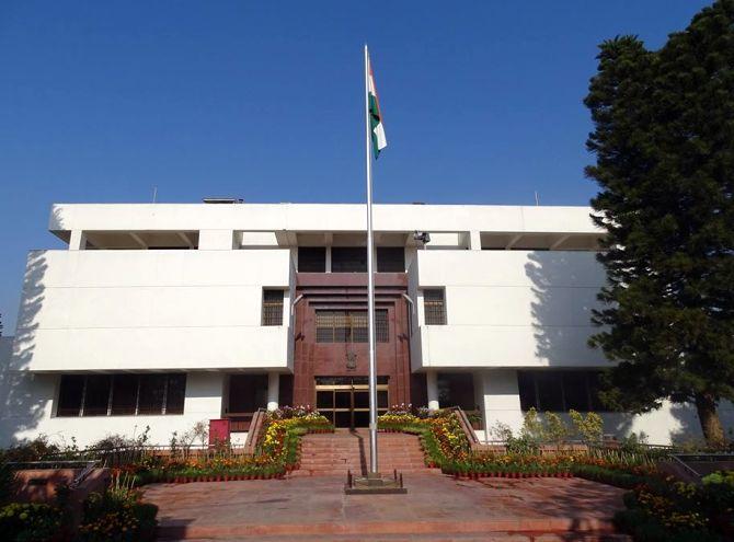 Beaten, handcuffed: 2 Indian staffers tortured in Pak