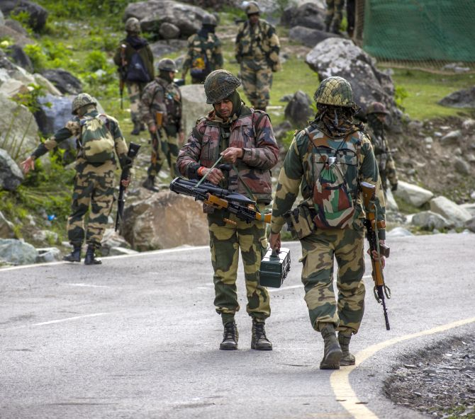 Indian Army Changes Weapon Rules Along LAC