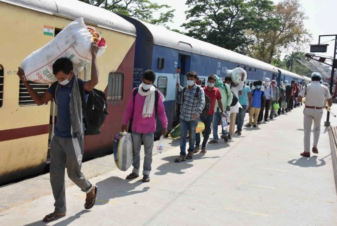 Cong to bear cost of migrants' rail travel: Sonia