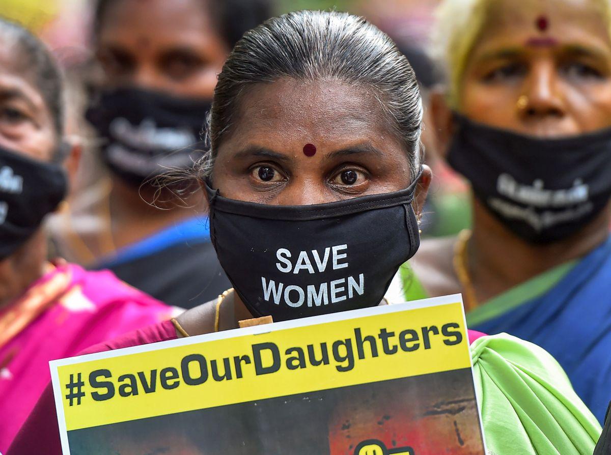 Mumbai rape: NCW team meets victim's kin, crime area