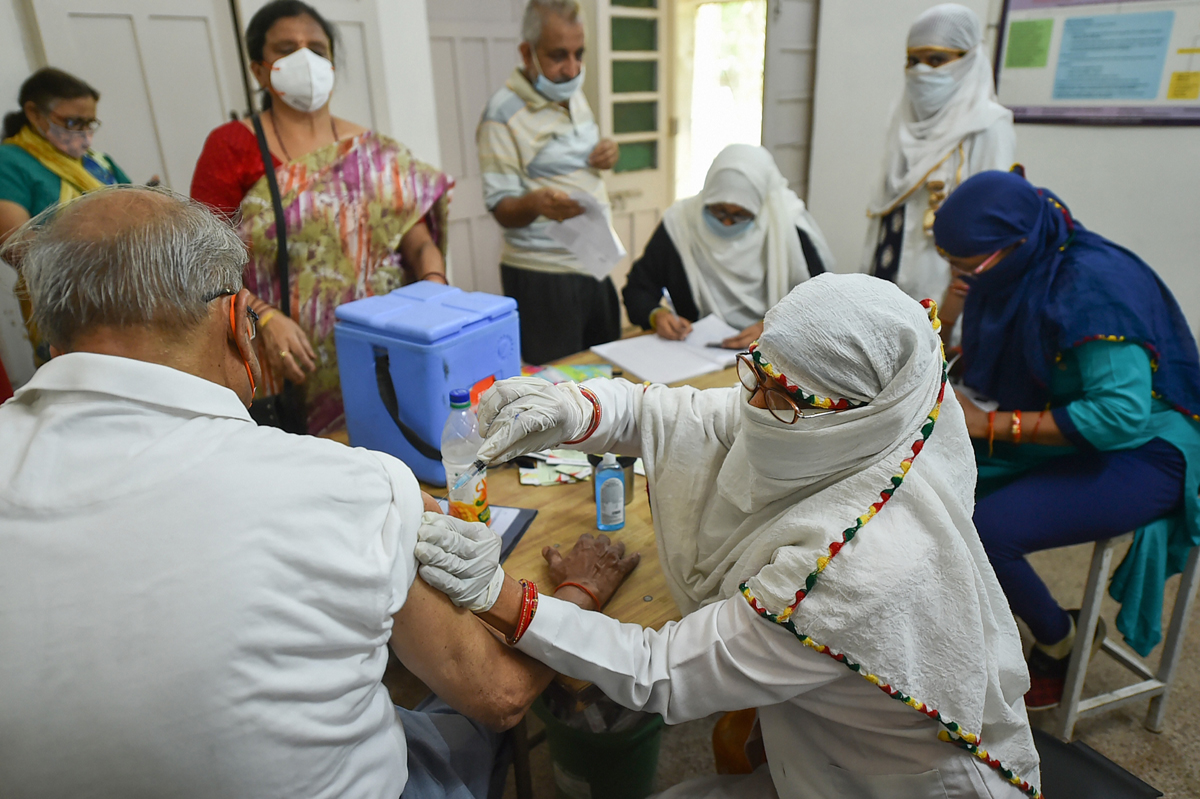 Maha to give Covid vaccine to all for free
