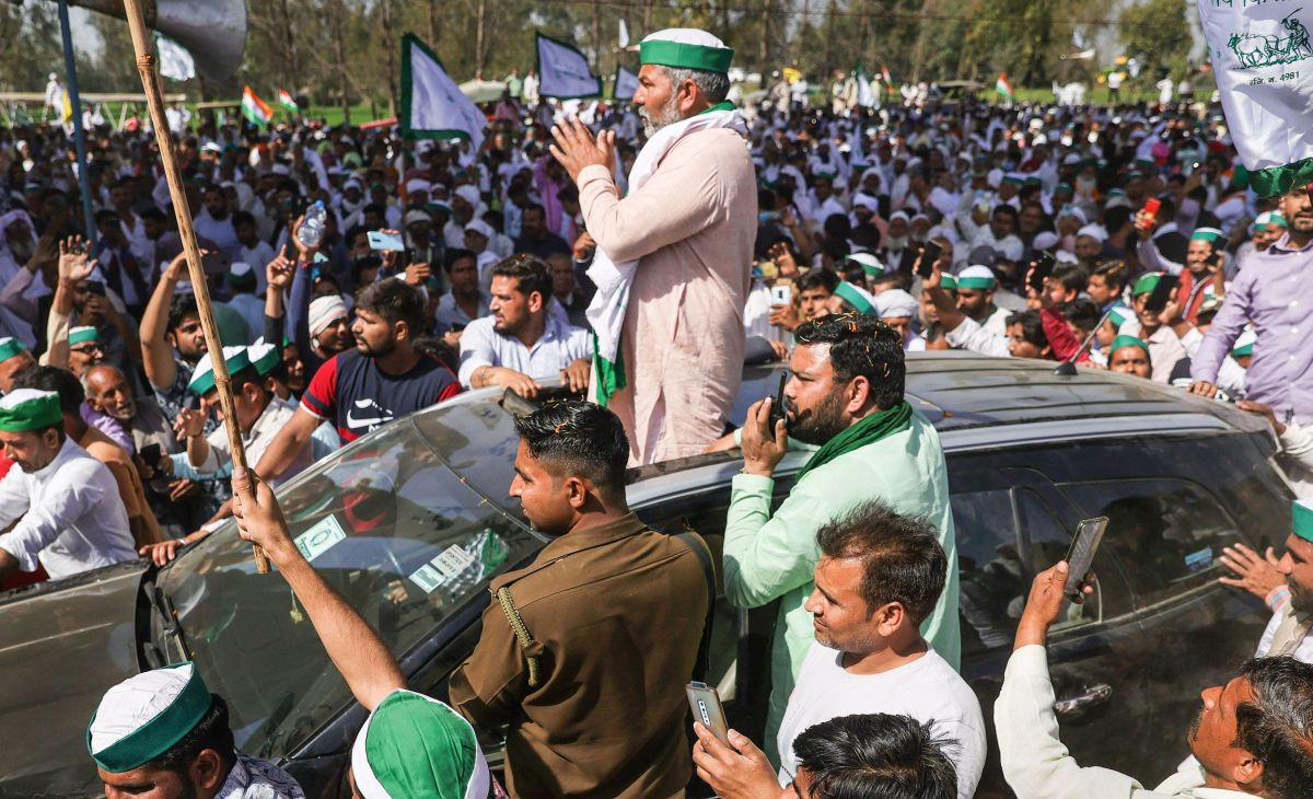 Keep tractors ready for Delhi march: Tikait to farmers