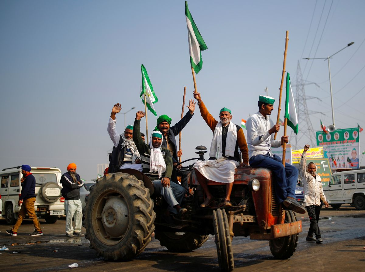 Protesting farmers vow to hold tractor parade on Jan 26 - Rediff.com India  News
