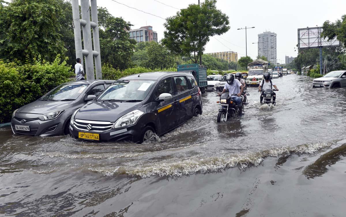 Heavy rains lash Delhi; waterlogging in several areas