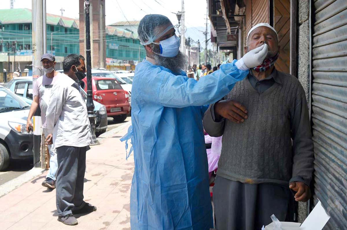 India sees daily rise of 62,224 Covid-19 cases