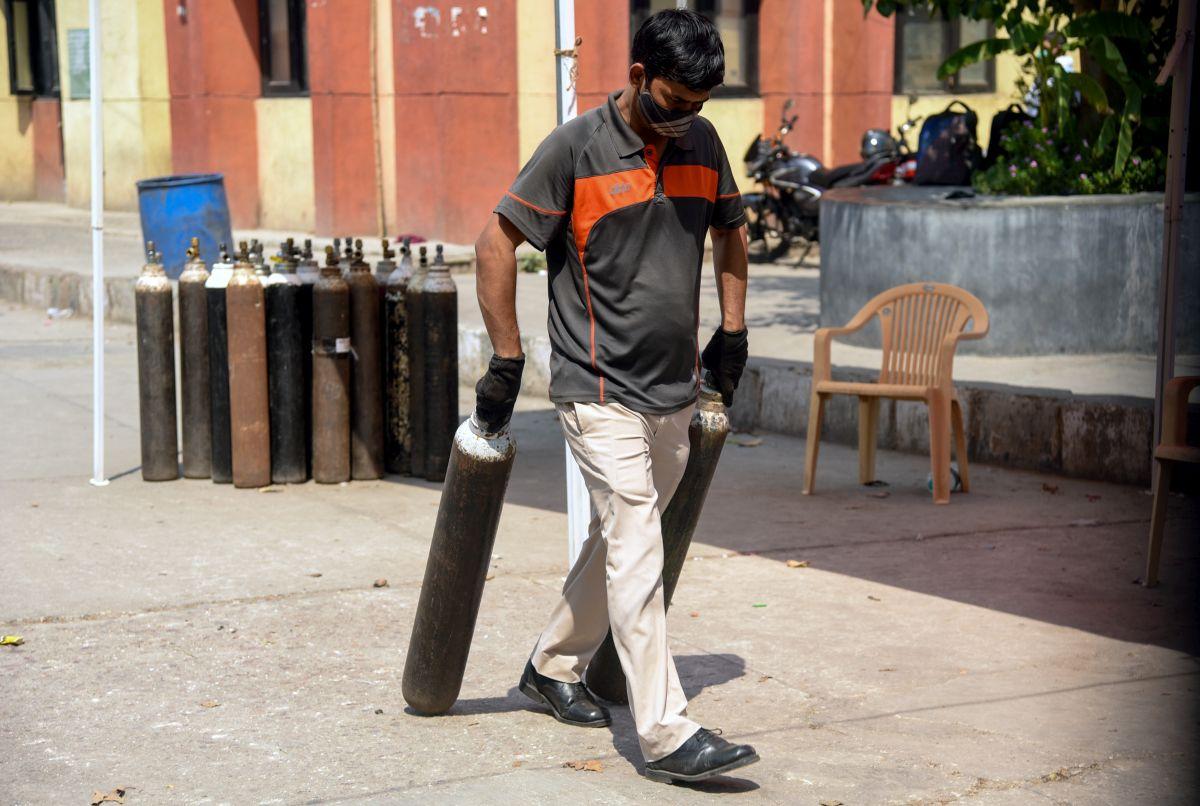 5-min lag in reloading oxygen cylinder kills 11 at AP govt hospital -  Rediff.com India News