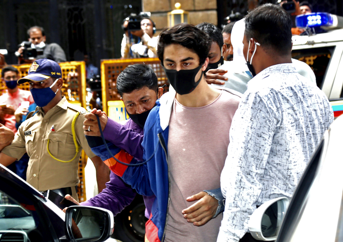 'Shah Rukh is not eating, sleeping'
