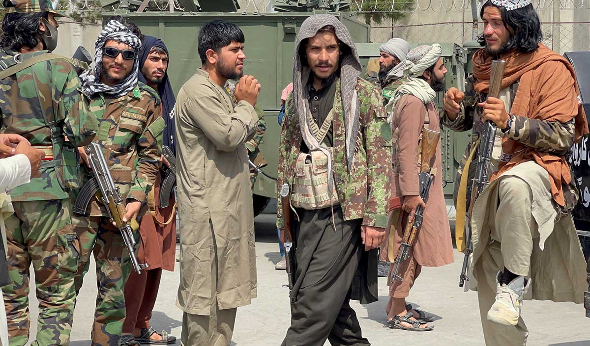 Taliban stop evacuation planes from leaving Af