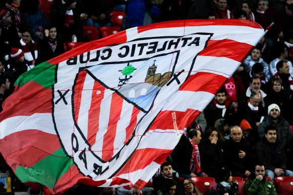 Athletic Club fans cheer up their team during the La Liga match