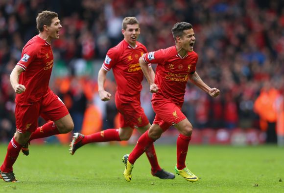 EPL PHOTOS: Liverpool give City the blues, close in on title