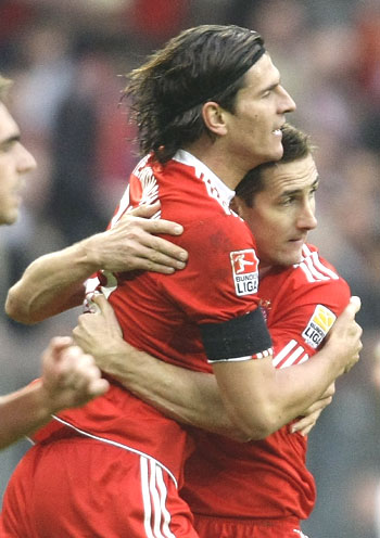Bayern Munich's Mario Gomez (left) and Miroslav Klose celebrate