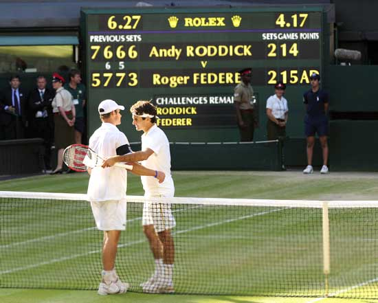 Federer is congratulated by Roddick
