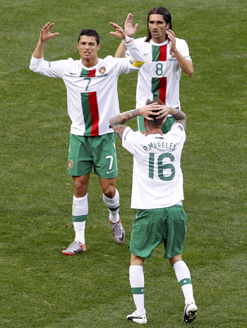 -Portugal's Ronaldo, Meireles and Mendes react after a missed goal attempt