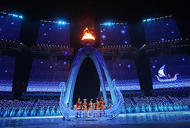 Performers participate at the Asian Games closing ceremony on Sunday