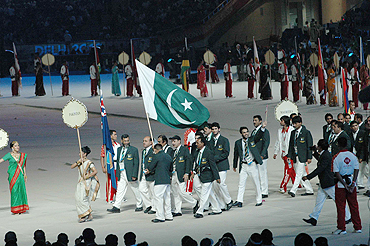 The Pakistani contingent makes its way out to the stadium amid huge cheer from the Delhi public