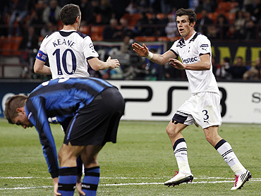Tottenham Hotspur's Gareth Bale (right) celebrates with teammate Robbie Keane after scoring against Inter Milan
