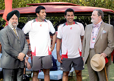Hardeep Puri (extreme left) and Abdullah Haroon (extreme right) with Rohan Bopanna and Aisam Qureshi
