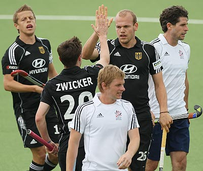 Thilo Stralkowski (right) celebrates with team-mates