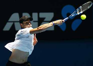 Andy Roddick serves during his match against Younes El Aynaoui at the Australian Open