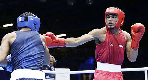 India's Krishan Vikas (right) fights United States' Errol Spence