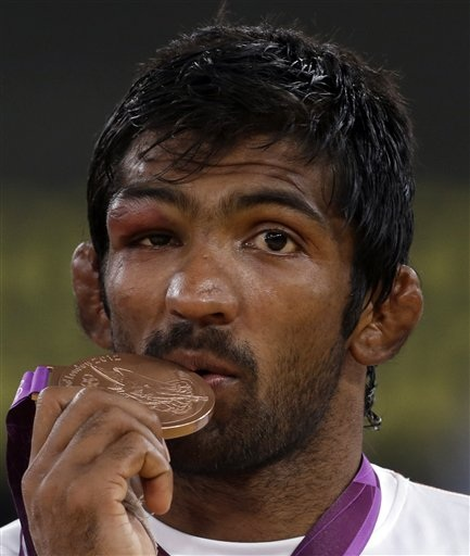 Yogeshwar Dutt displays his bronze medal