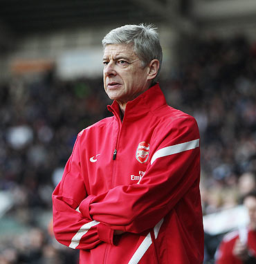 Arsenal say manager Wenger to stay at club