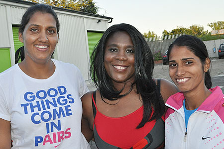 Indian athletes Krishna Poonia (left) and Sudha Singh with mentor Tessa Sanderson (centre)