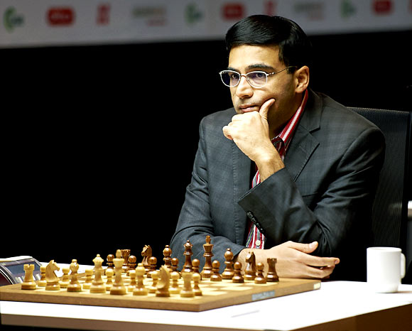 Viswanathan Anand had to hold himself with black and he survived many anxious and nearly catastrophic positions under the normal time control to force a draw under the Classical game against Fabiano Caruana of United States