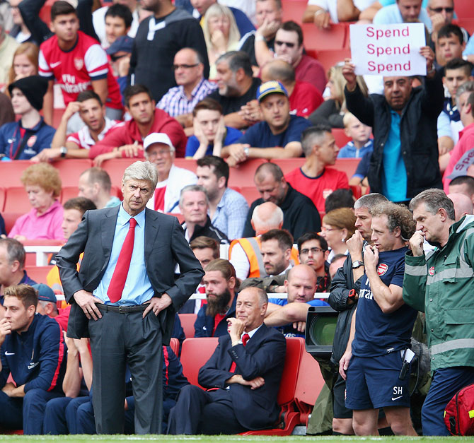 Don't extend Wenger's contract, angry Arsenal fans tell club