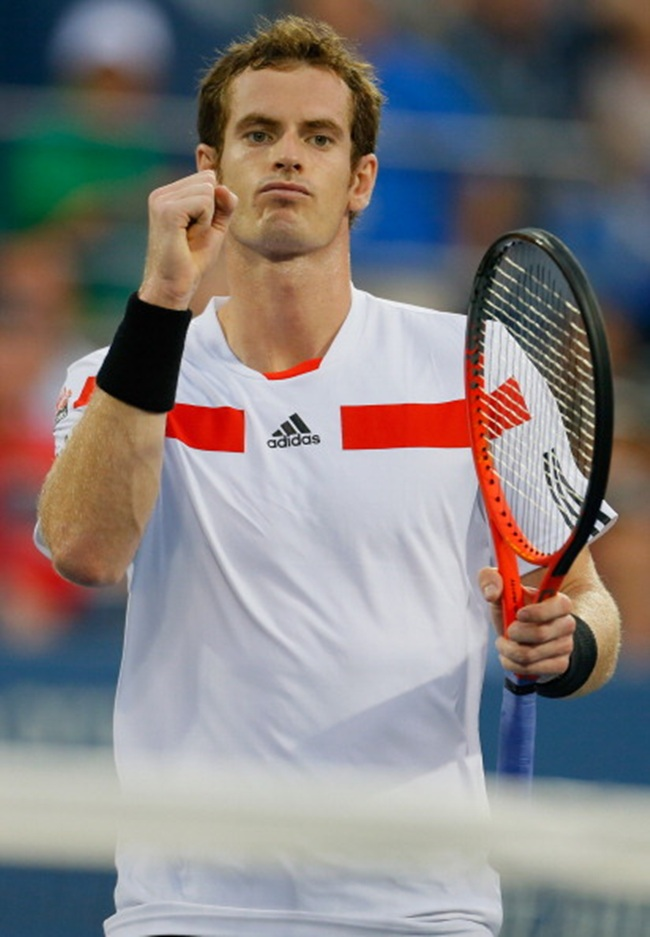 Andy Murray of Great Britain celebrates a point during his men's singles second round match against Leonardo Mayer of Argentina on Day 5