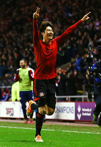 Ki Sung-Yong of Sunderland celebrates scoring the winning goal against Chelsea during their League Cup quarter-final at the Stadium of Light in Sunderland on Tuesday