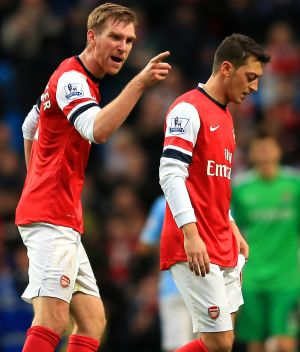 Ozil not 'good enough' to lead Arsenal to title