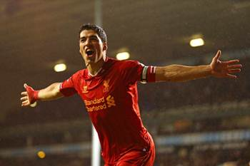 Suarez signs long-term contract with Liverpool