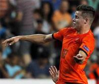 Chelsea agree to sign midfielder Van Ginkel