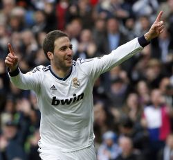 Higuain to sign record #23 million deal with Arsenal